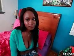 Hot Jezabel Vessir Shows Her Big Boobs 2