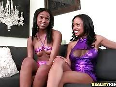 Ebonies Anya Ivy And Lola Show Their Booties 3