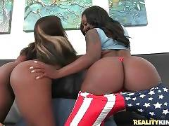 Aries Crush And Harmonie Marquise Show Their Big Asses 3